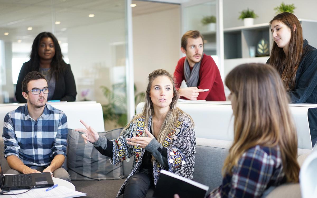 A woman facilitating a team meeting
